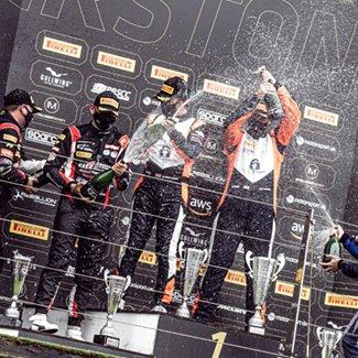 British GT Championship第2戦シルバーストーン500でDarren Turnerが勝利!
